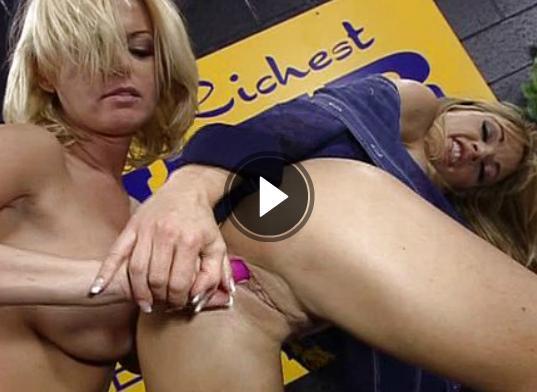 Dildo Sex Film mit blonden Lesben